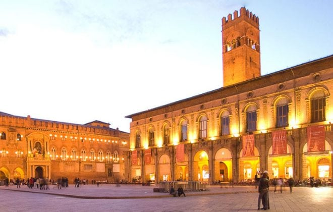 Piazza Maggiore Square near the cooking school in Bologna