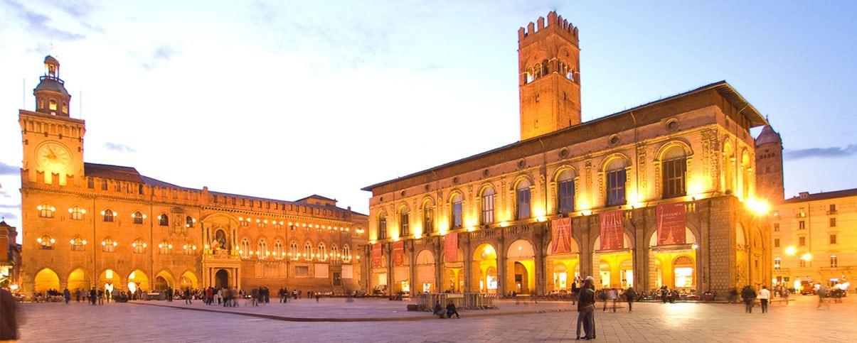 Piazza Maggiore Square near the cooking school in Bologna